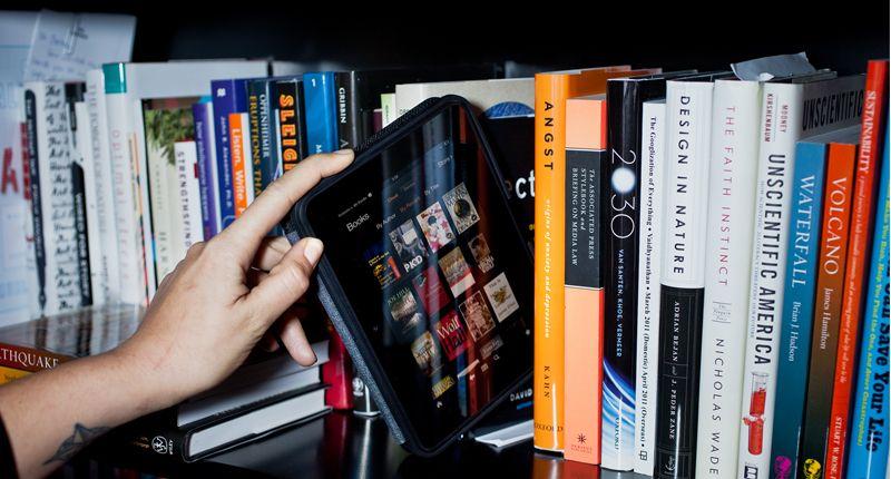 libro-electrónico-estanteria
