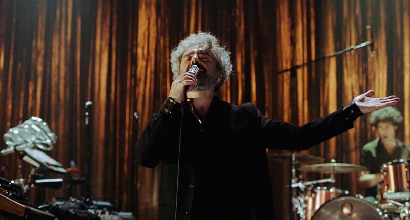 León Benavente estrena el videoclip de 'La canción del daño'
