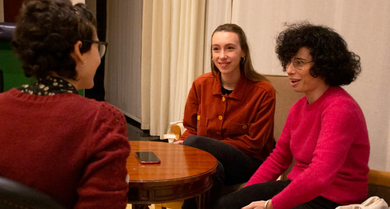 Mamen Díaz y Violeta Rodríguez hablan para Gatrópolis de su película 'Violeta no coge el ascensor'