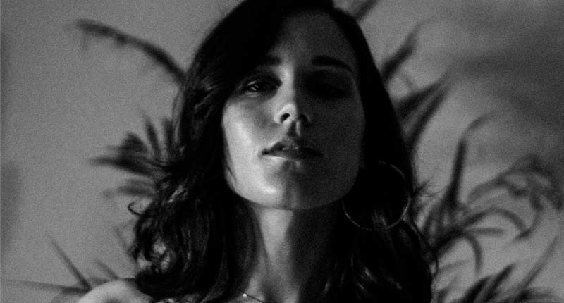 Malena Zavala presenta 'En la noche', el primer single de su próximo álbum