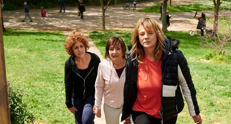 Estrenos: Gracia Querejeta reúne en 'Invisibles' a Emma Suárez, Adriana Ozores y Nathalie Poza
