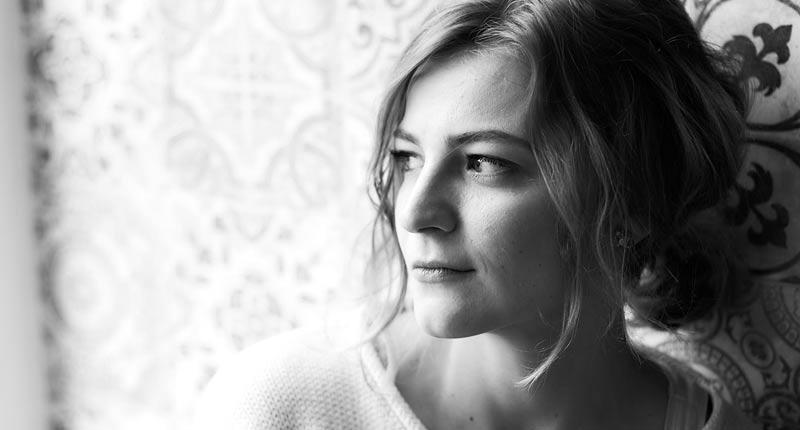 Llega a España la primera novela de Lucie Faulerová, 'Atrapadores de polvo'