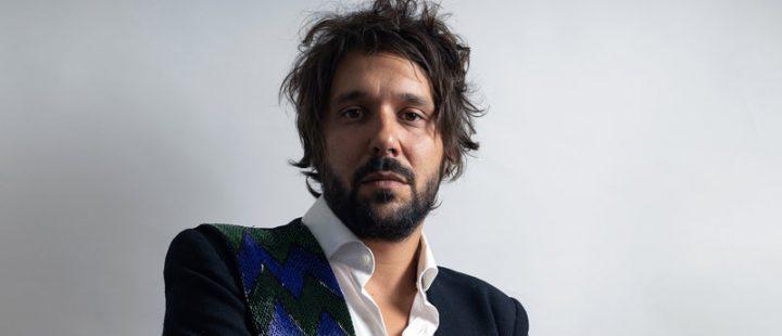 Señor Suerte comparte el single doble 'Un beso y una flecha' / 'Valiente'