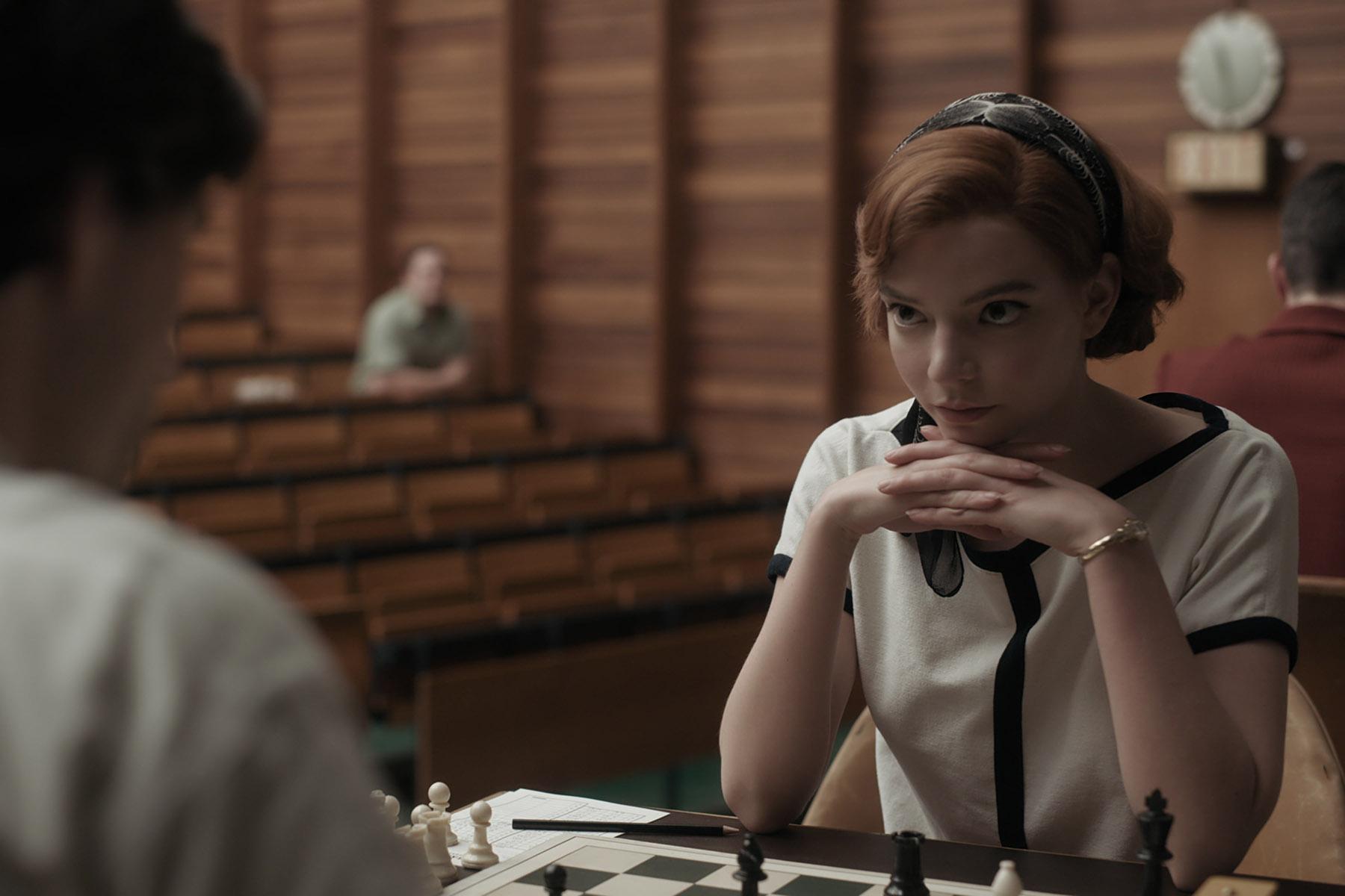 Gambito de dama, el Sueño Americano a través del ajedrez. globos de oro