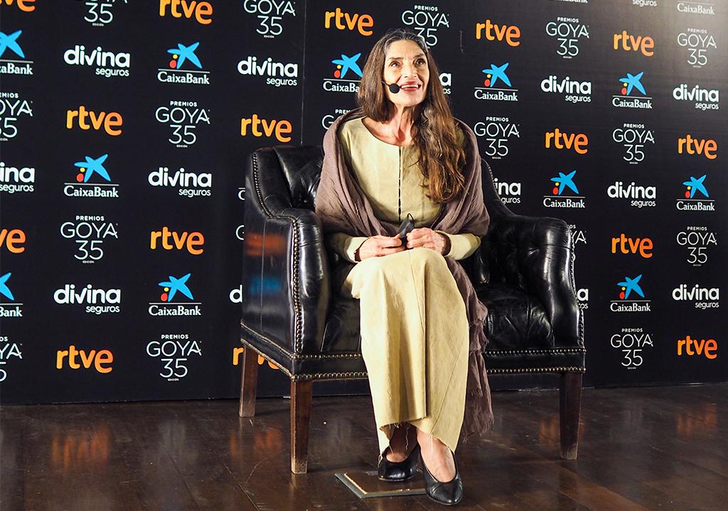 Ángela Molina recibe el cariño de la familia del cine