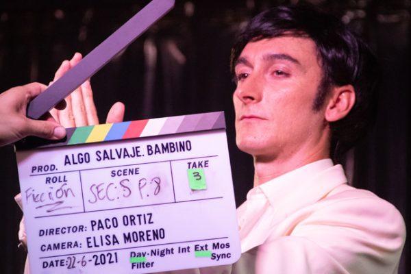 Bambino vuelve a la vida en la película Algo Salvaje