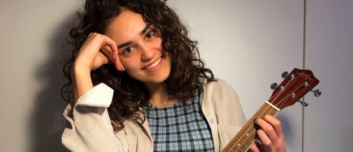 Macarena Gálvez se presenta en sociedad con su poemario Voces