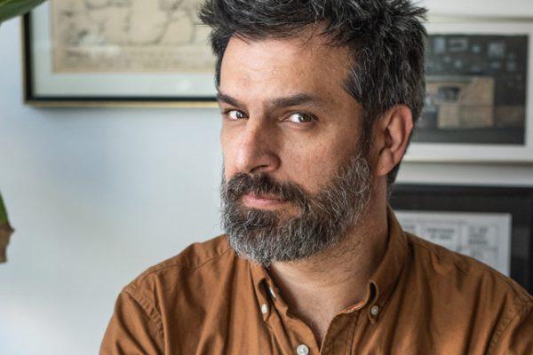 """Alberto Montt: """"Es imposible no familiarizarte con los gatos cuando los entiendes"""""""