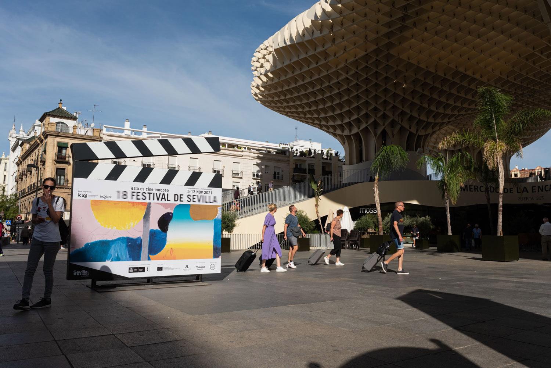 Claquetas gigantes anuncian una nueva edición del Festival de Cine de Sevilla